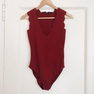 NWT Boohoo Red Scallop Edge Bodysuit